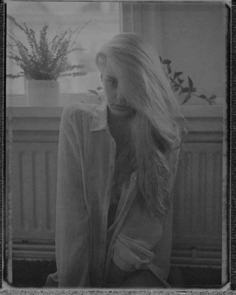 Nouveau-Noir-Marleen-221011-C-09-polaroid-195-neg