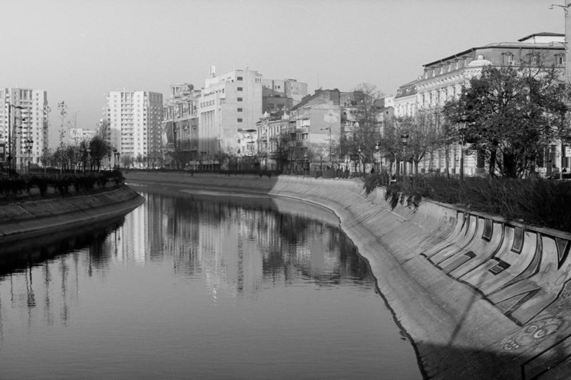 Nouveau-Noir-Boekarest-20151221-olympus-om1-013